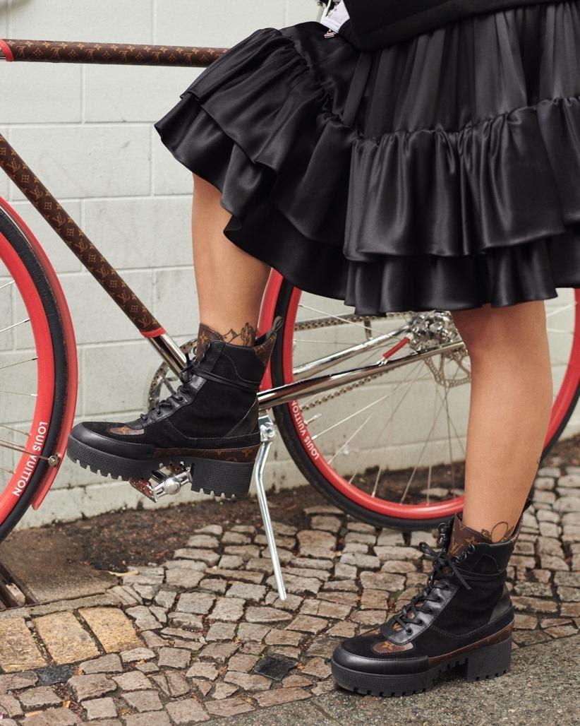 Ein Bild, das Fahrrad, Person, draußen, Gebäude enthält.Automatisch generierte Beschreibung