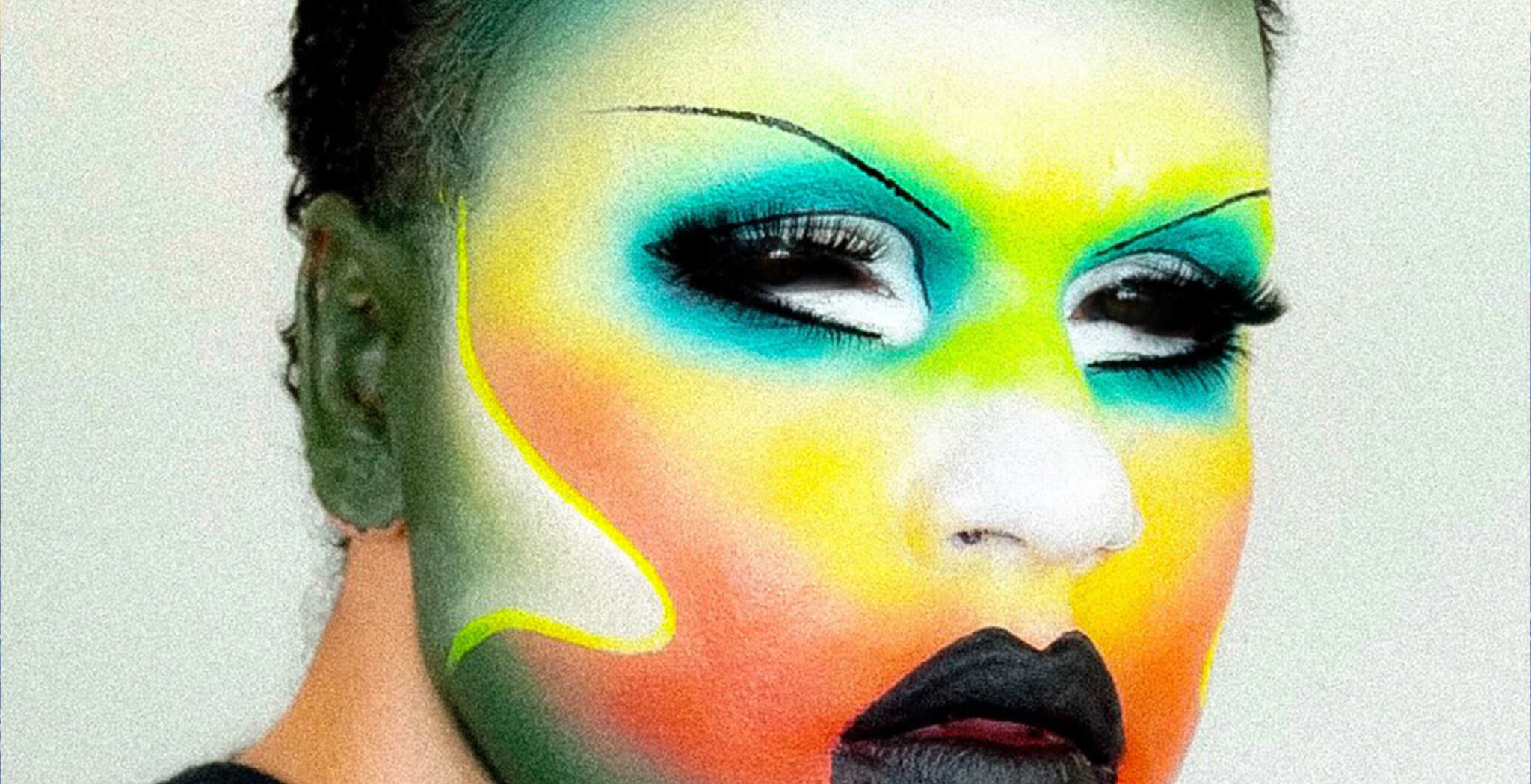 Glow Up Make-Up Artist in Rainbow look